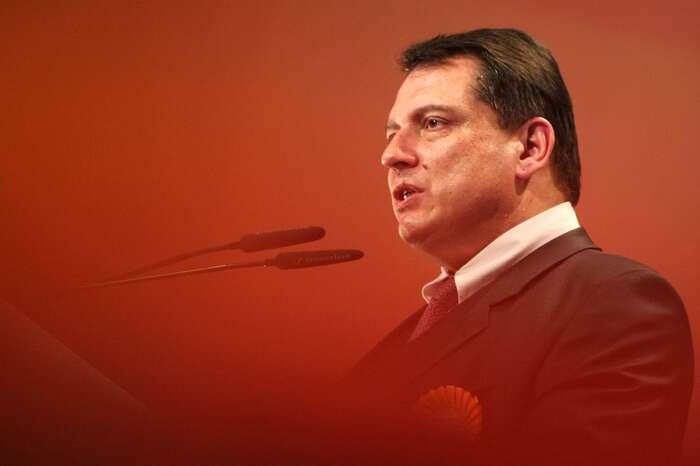 Jiří Paroubek jedoposud jediným představitelem opozice, jemuž sepodařilo svrhnout vládu. Oproti očekáváním muto ovšem nedopomohlo doStrakovy akademie, nýbrž kodchodu dopolitického důchodu. Foto Archiv DR