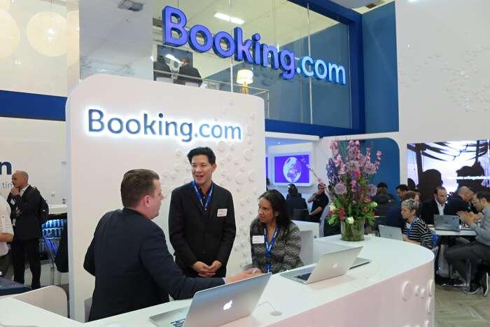 Z covidové podpory zveřejných evropských peněz firma Booking.com namísto zaměstnanců, kterých propustila našestadvacet tisíc, vyplatila bonusy svým třem manažerům. Foto Travelarz, WmC