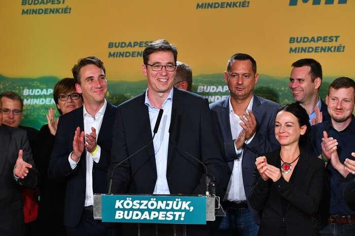 Budapešťský primátor Gergely Karácsony (uprostřed) jeaktuálně nejvýraznější tváří protiorbánovského tábora. Foto Attila Kisbenedek, AFP