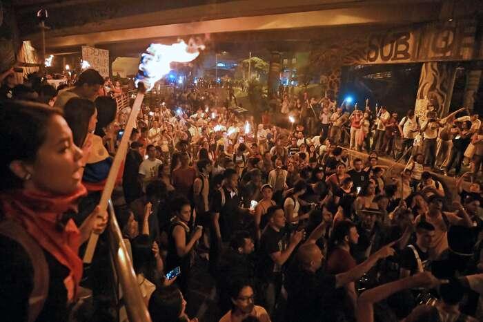 Protesty začaly nakonci dubna vCali. Demonstranti zde vybudovali iprotestní městečko. Foto Luis Robayo, AFP
