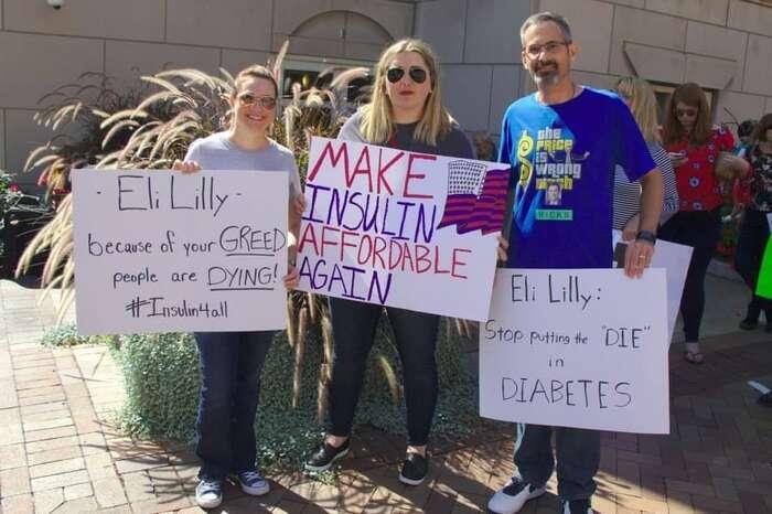 Američany sdiabetem volnotržní řešení dostupnosti životně důležité látky zvlášť neuspokojuje. Nasnímku kritizují jednu zfirem velké inzulinové trojky, Eli Lilly. Foto Quinn Nystrom, Diabetes Blogs